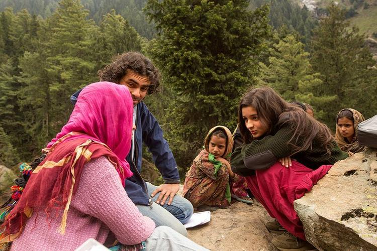 Alia Bhatt And Imtiaz Ali Shooting In A Mountain Area For Romantic Highway Movie