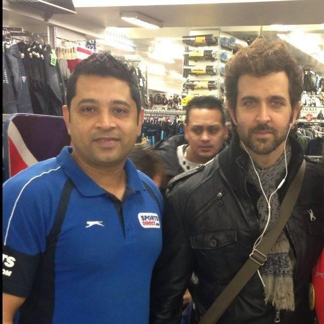 Hrithik Roshan Handsome Look Photo Shoot With A Fan At His Holiday Trip