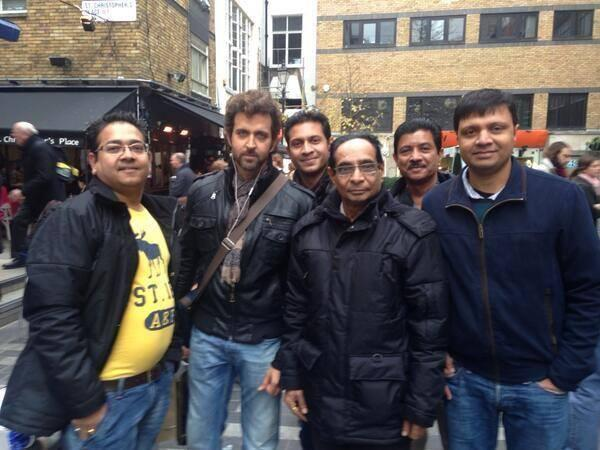 Hrithik Roshan Pose With Many Fans In London and LA