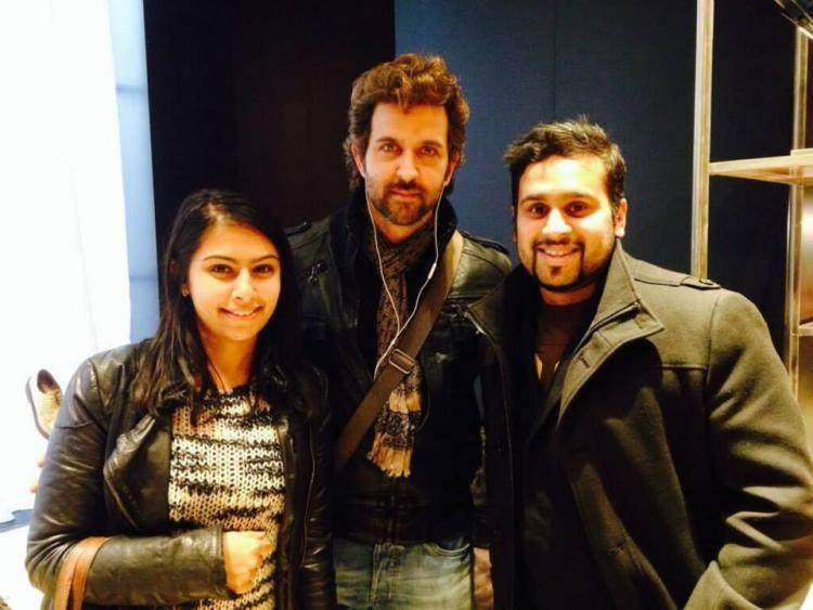 Hrithik Roshan Sweet And Stunning Pics With His Fans