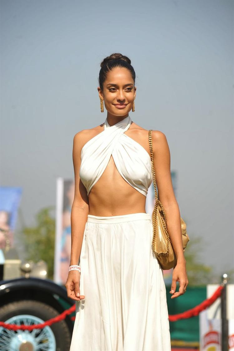 Lisa Haydon Sexy Spicy Look At Kingfisher 2013 Calendar Launch Event