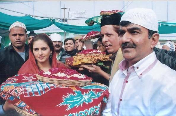 Exclusive Huma Qureshi Visits Ajmer Sharif For Dedh Ishqiya
