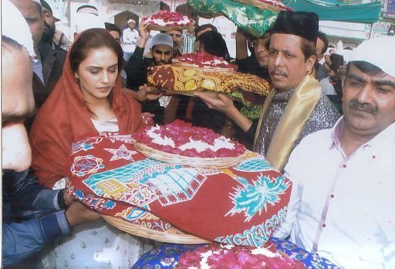 Huma Qureshi Snapped At  Ajmer Sharif For Dedh Ishqiya Success