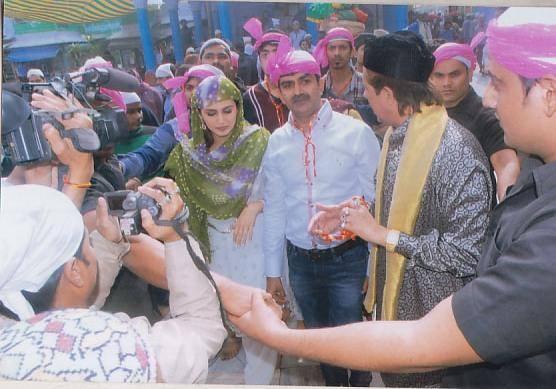 Huma Qureshi Visits Ajmer Sharif Before Dedh Ishqiya Release