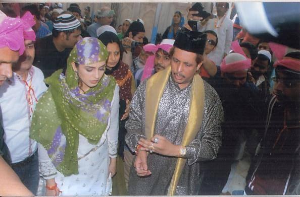 Huma Qureshi Visits Ajmer Sharif Dedh Ishqiya Success