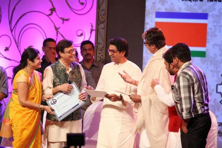 Sachin,Raj Thackeray And Amitabh Smiling Pic During The Function Of MNCS' 7th Anniversary