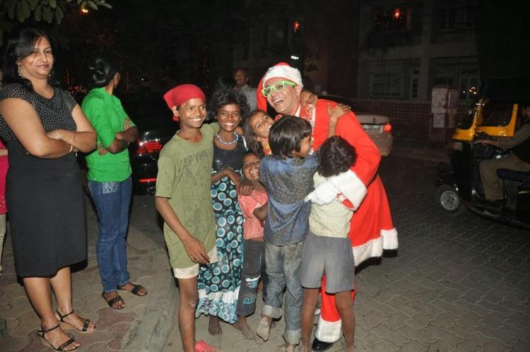 Imam Siddiqui Came Dressed As Santa Claus And Spread Some Christmas Cheer On The Streets