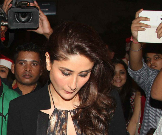 Gorgeous Kareena Spotted At Christmas Midnight Mass Party 2013 Without Saif