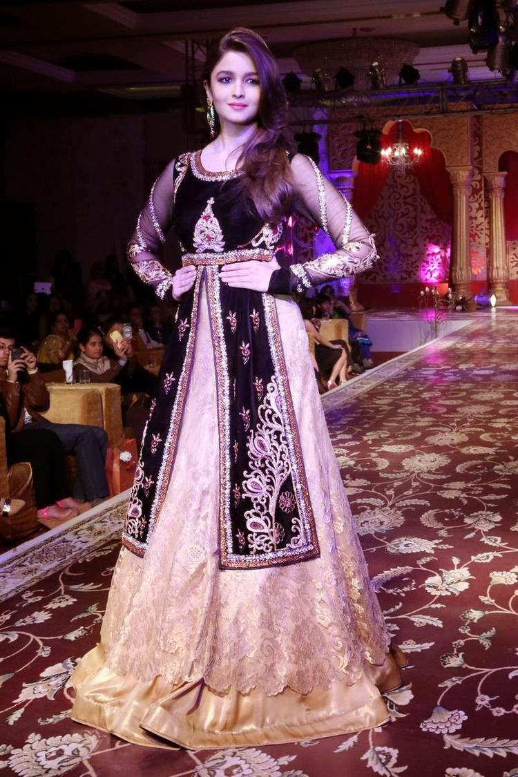 Alia Bhatt In Wedding Costume Walks The Ramp For Kavita And Meenu Malik