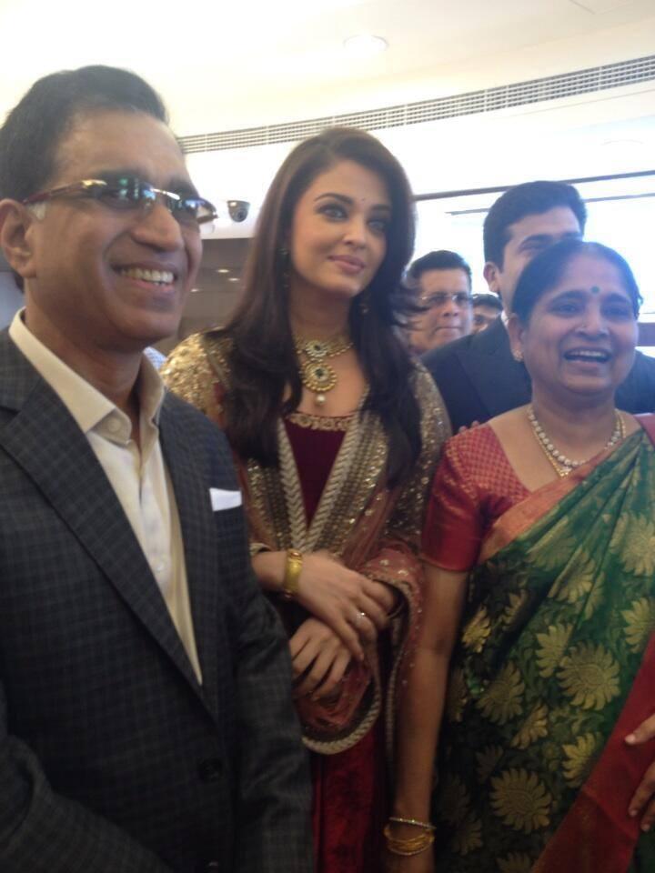 Aishwarya Rai Snapped At Dubai Kalyan Jewellers Event