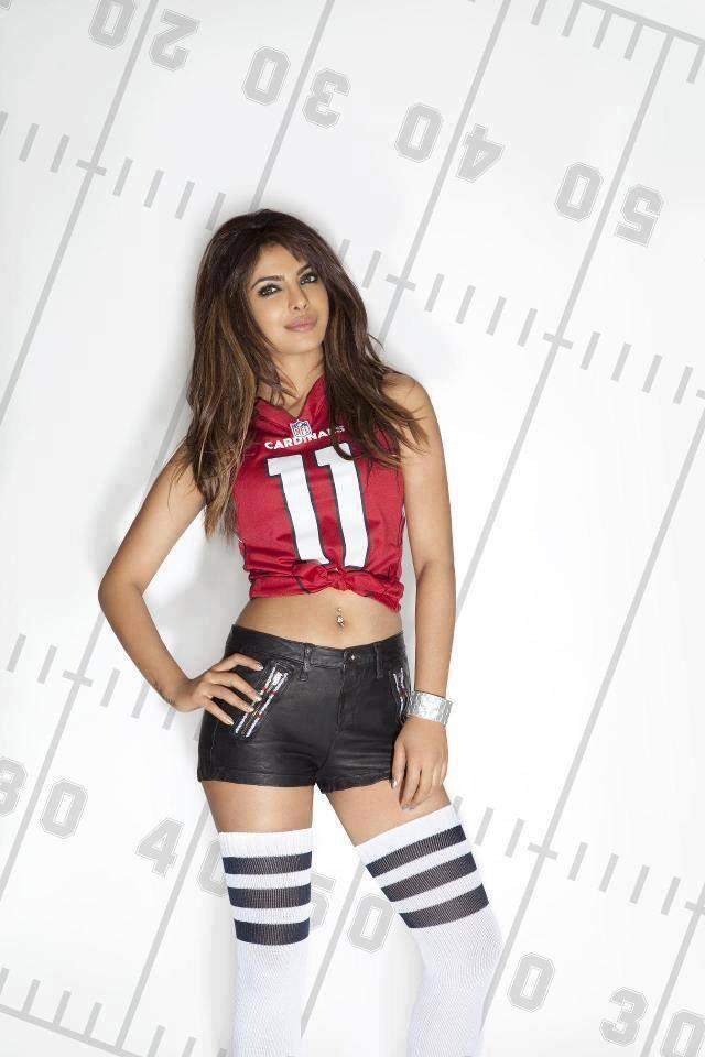 Bollywood Sexiest Actress Priyanka Chopra Hot Shoot