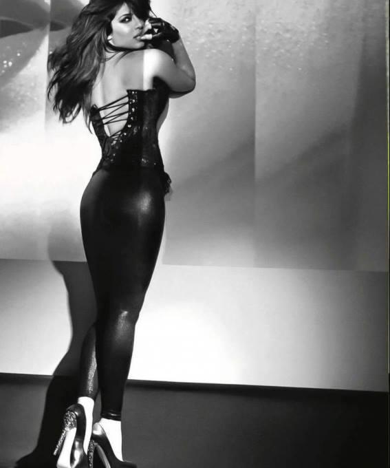 Priyanka Chopra Latest Hottest And Glamour Look Photo Shoot