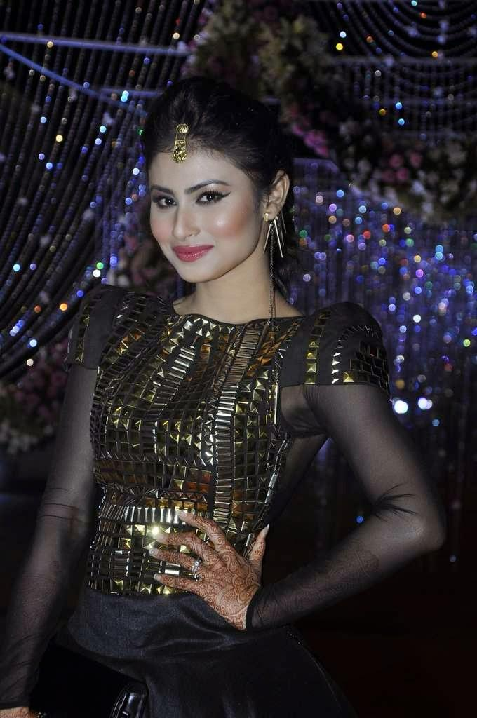 Mouni Roy Attend Aamna Sharif And Amit Kapoor'S Wedding Reception
