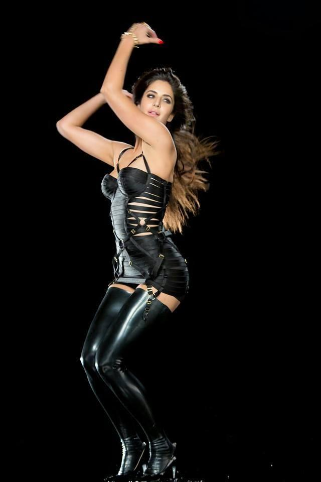 Katrina Kaif  Sexy Dance Pic From Dhoom Machale Song
