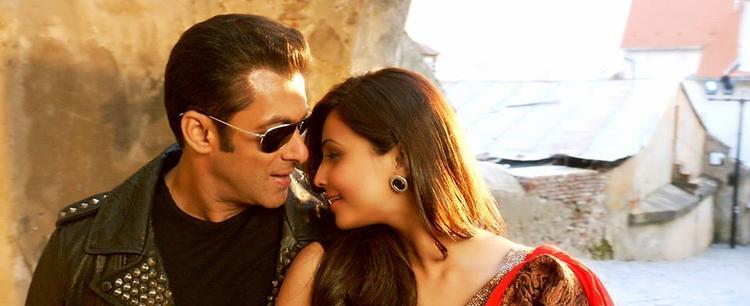 Salman Khan And Daisy Shah Get Romantic In Romania In The Song 'Tere Naina