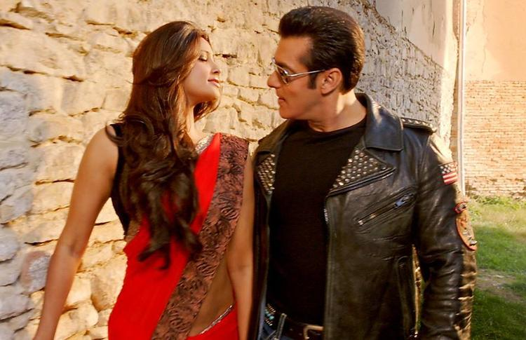 Salman Looks Handsome As Always And Daisy Looks Beautiful In The Song