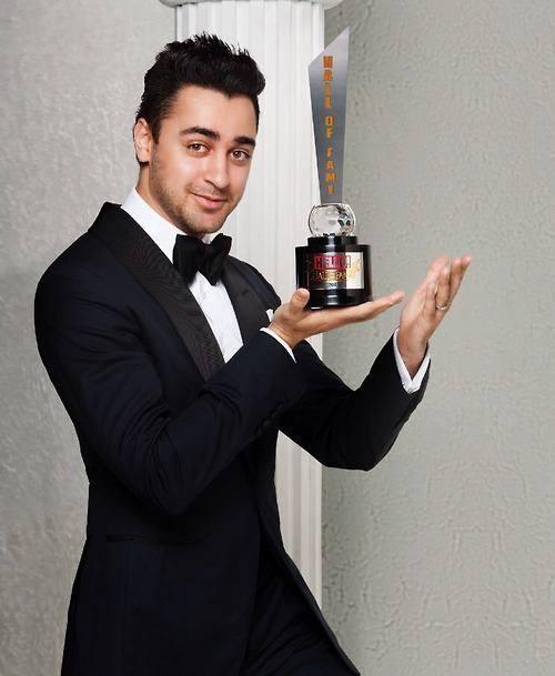 Imran Khan Cute Look With Award At Hello Hall Of Fame Magazine Award 2013