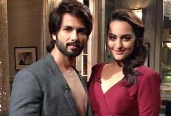 Shahid And Sonakshi Pose During The Koffee With Karan 4 Show