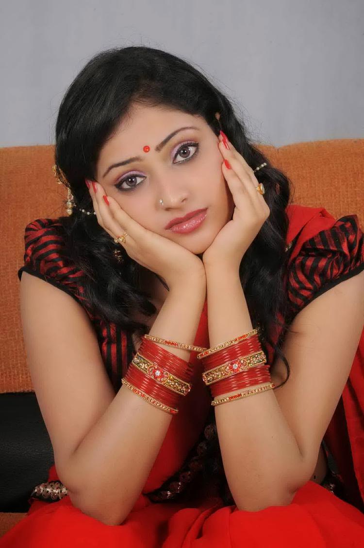 Haripriya Cute Face Look Still From Abbayi Class Ammayi Mass Movie