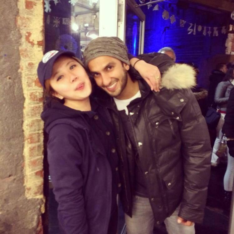 Ranveer Singh Pose With A Fan At New York City