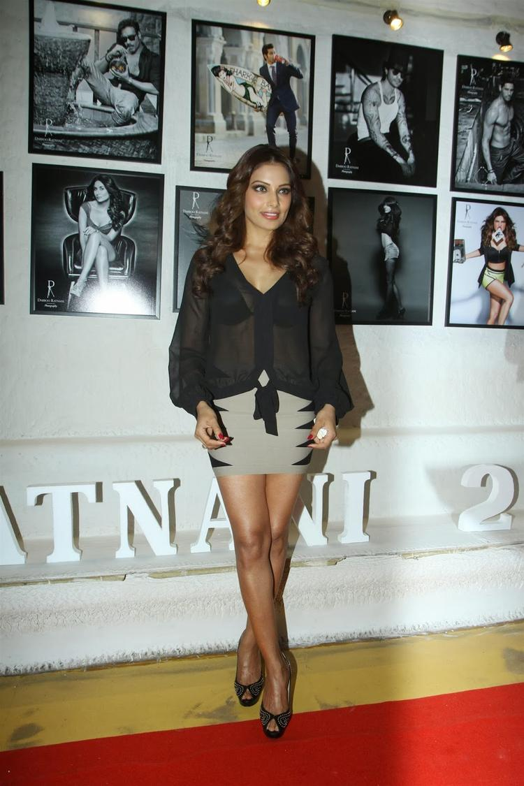 Bipasha Basu Hot Still In This Outfit At Dabboo Ratnani's 2014 Calendar Launch Event