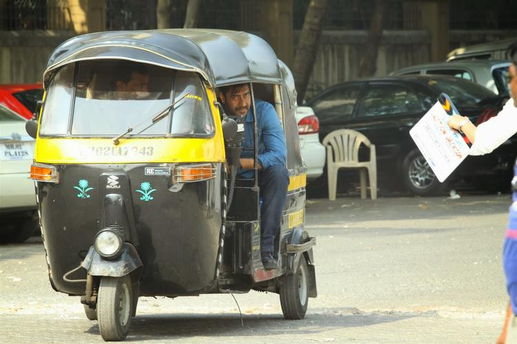 Ajay Devgan In Auto Rickshaw For Upcoming Movie Action Jackson Shooting