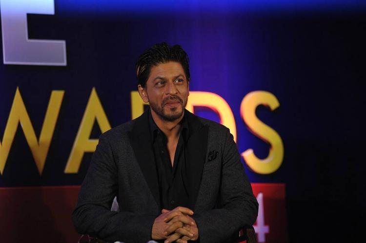 Shahrukh Khan Cool Smiling Look At The Announcement Press Conference Of Zee Cine Awards 2014