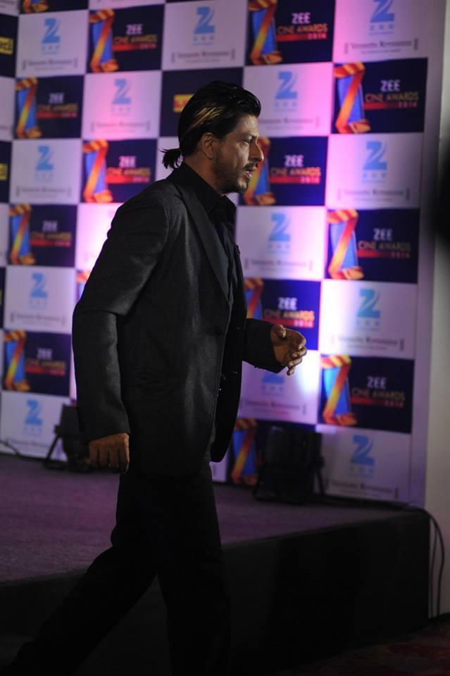 Shahrukh Khan Stylish Ponytail Hair Style At Zee Cinema Awards 2014 Press Conference Promotional Event