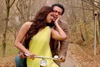 Daisy Shah And Salman On Bicycle In Naina Re Song From The Movie Jai Ho