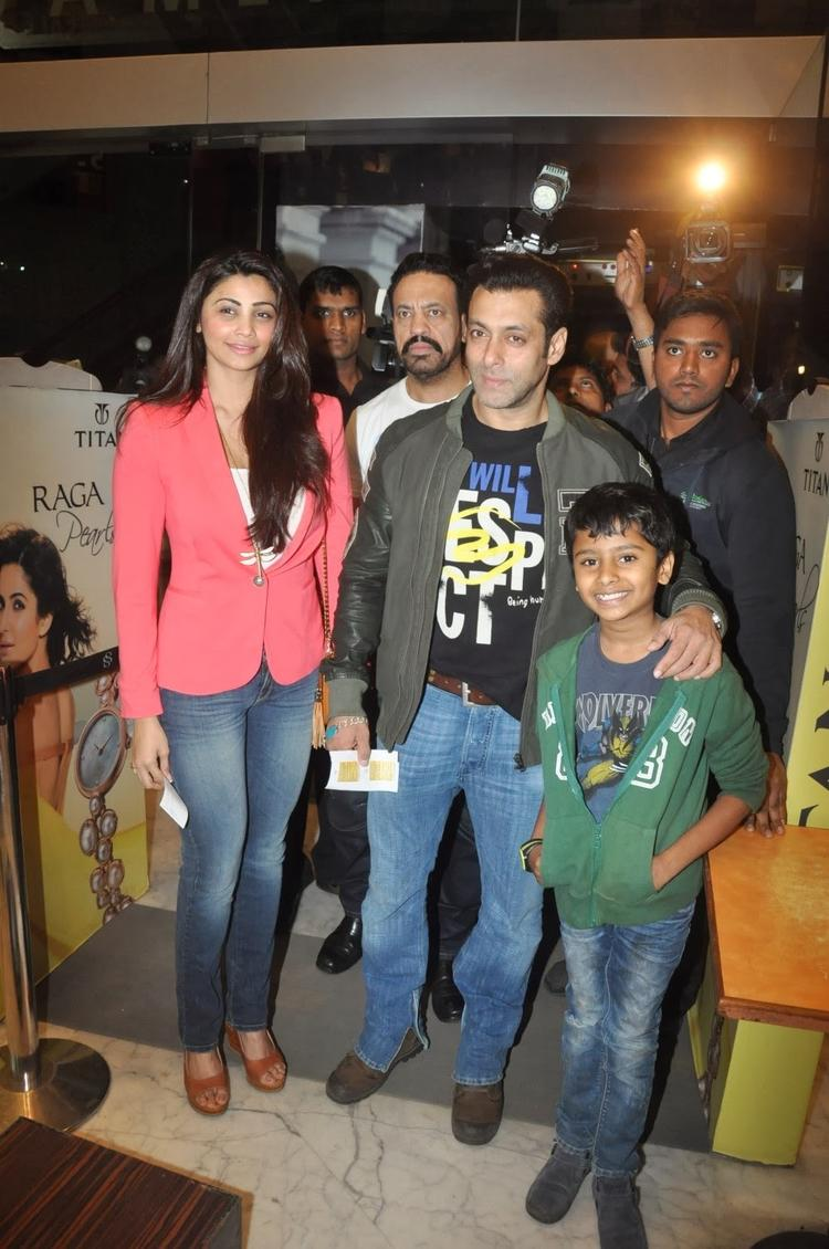 Salman With His Co-Star Daisy Shah At The Screening Of Sholay 3D