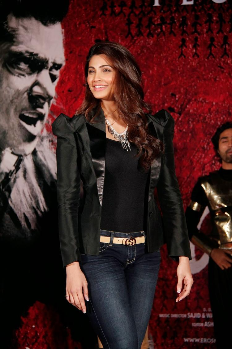 Daisy Shah Posed For Camera During The Promotion Of Jai Ho At Inorbit Mall