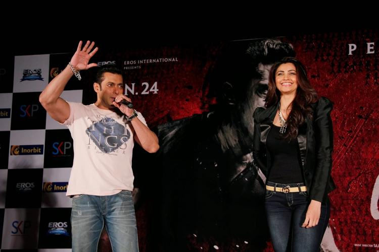Salman Khan And Daisy Shah On The Stage During The Jai Ho Film Promotion At Inorbit Mall