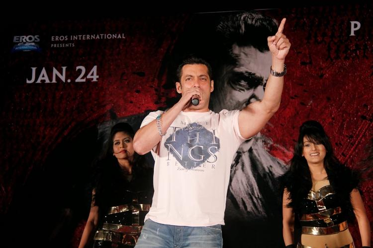 Salman Khan Wowed His Fans With His Singing Skills During The Jai Ho Film Promotion At Inorbit Mall