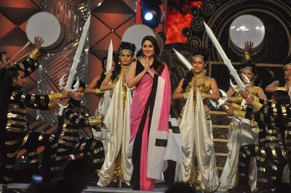 Eclusive Picture Of Kareena On The Stage Of Umang Annual Show 2014