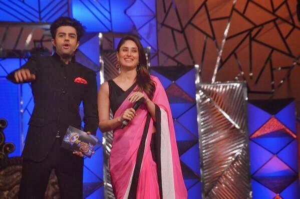 Kareena And Manish Fun Still At Umang Police Show 2014