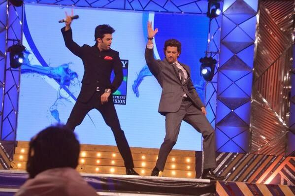Manish And Hrithik A Dance Still On The Stage Of Umang Police Show 2014