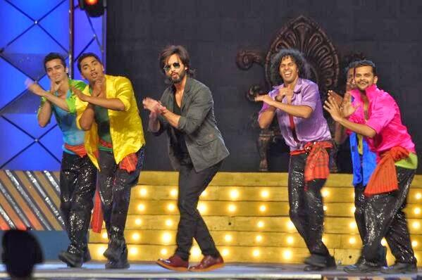 Shahid Kapoor Performance Still On Her Recent Song At Umang Police Show 2014