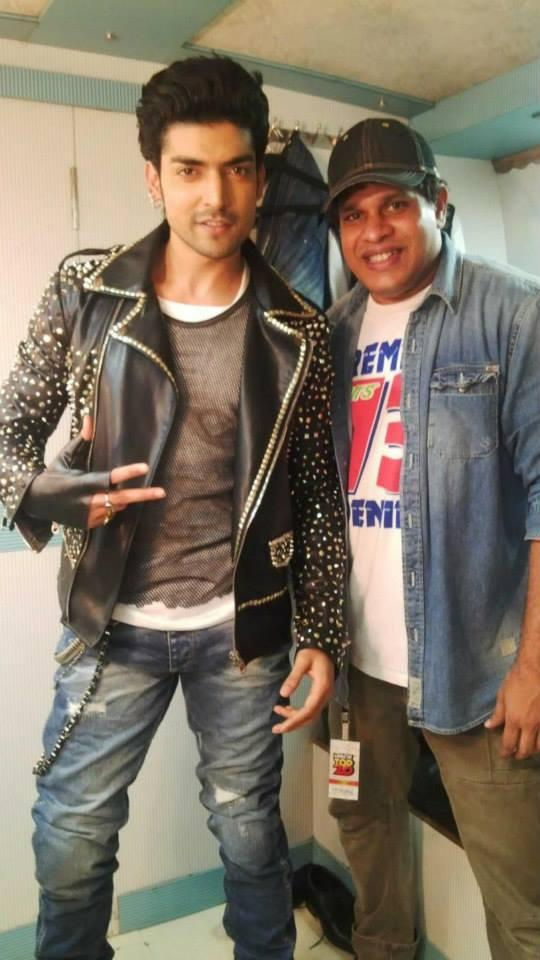 Gurmeet Choudhary Back Stage Pic At Mirchi Top 20 Event 2014