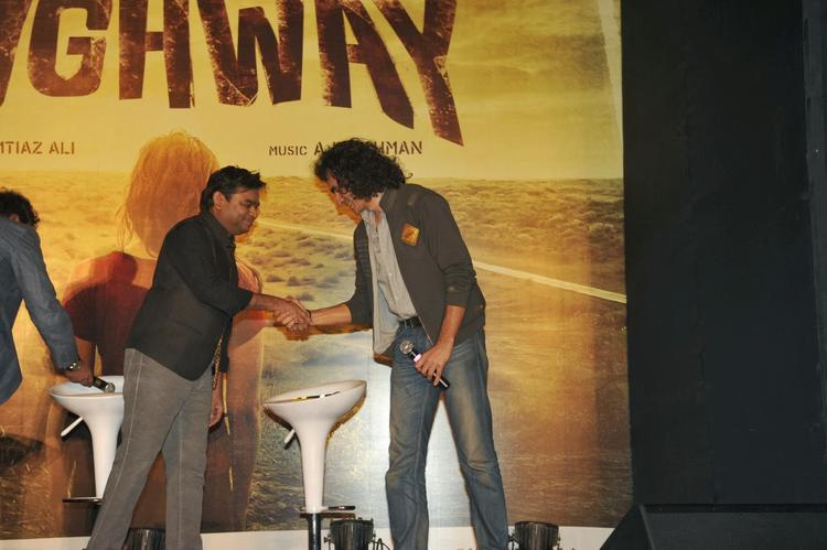 Imtiaz Ali And A R Rahman Shake Hand During The Press Conference Of Highway