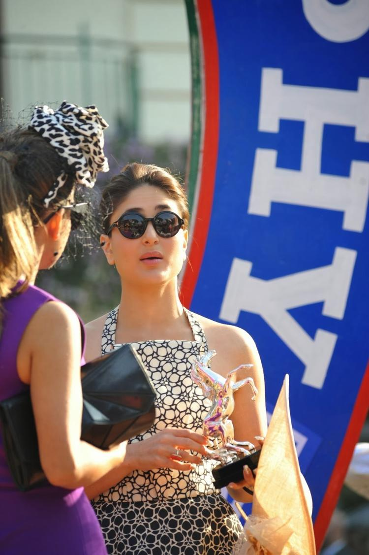 Kareena Kapoor Khan Stunning Pic With Trophy At The Mid-Day Trophy Race Event