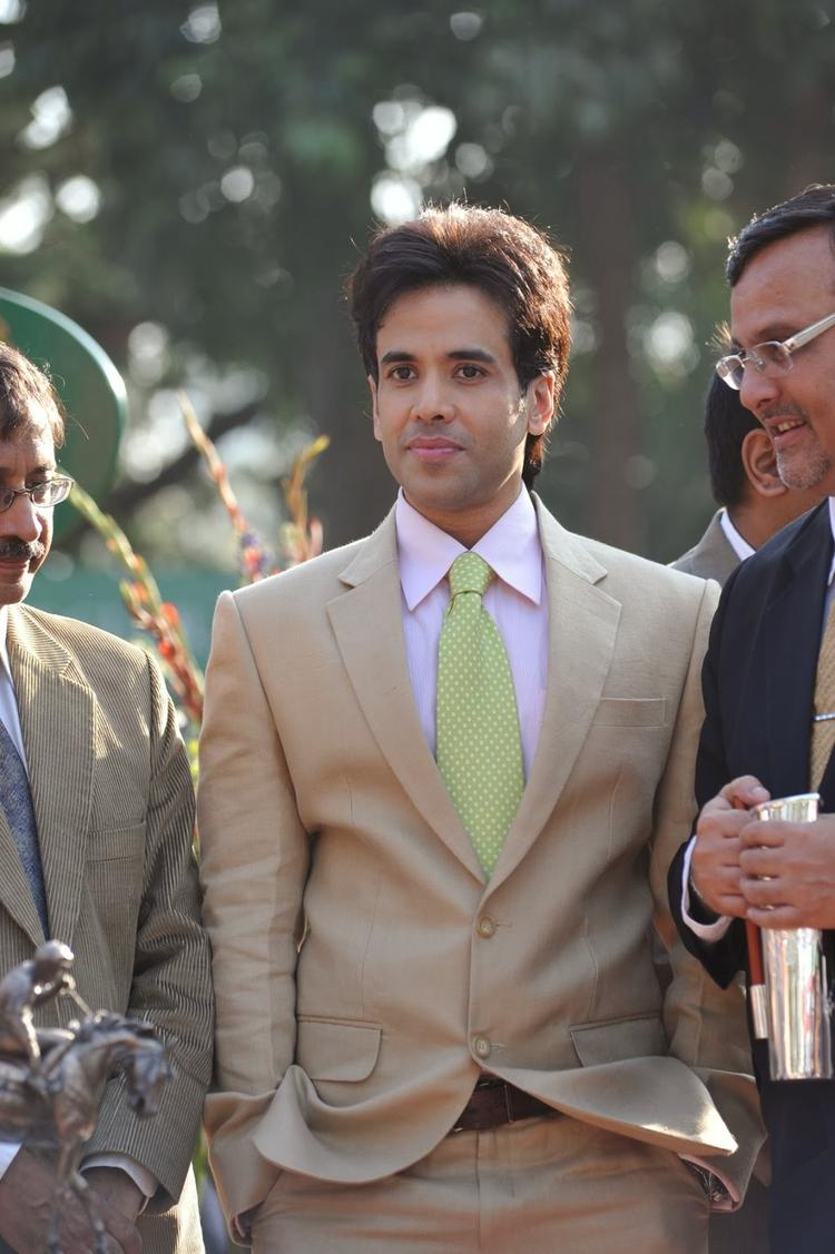 Tusshar Kapoor Also Attend The Mid-Day Trophy Race In Mumbai