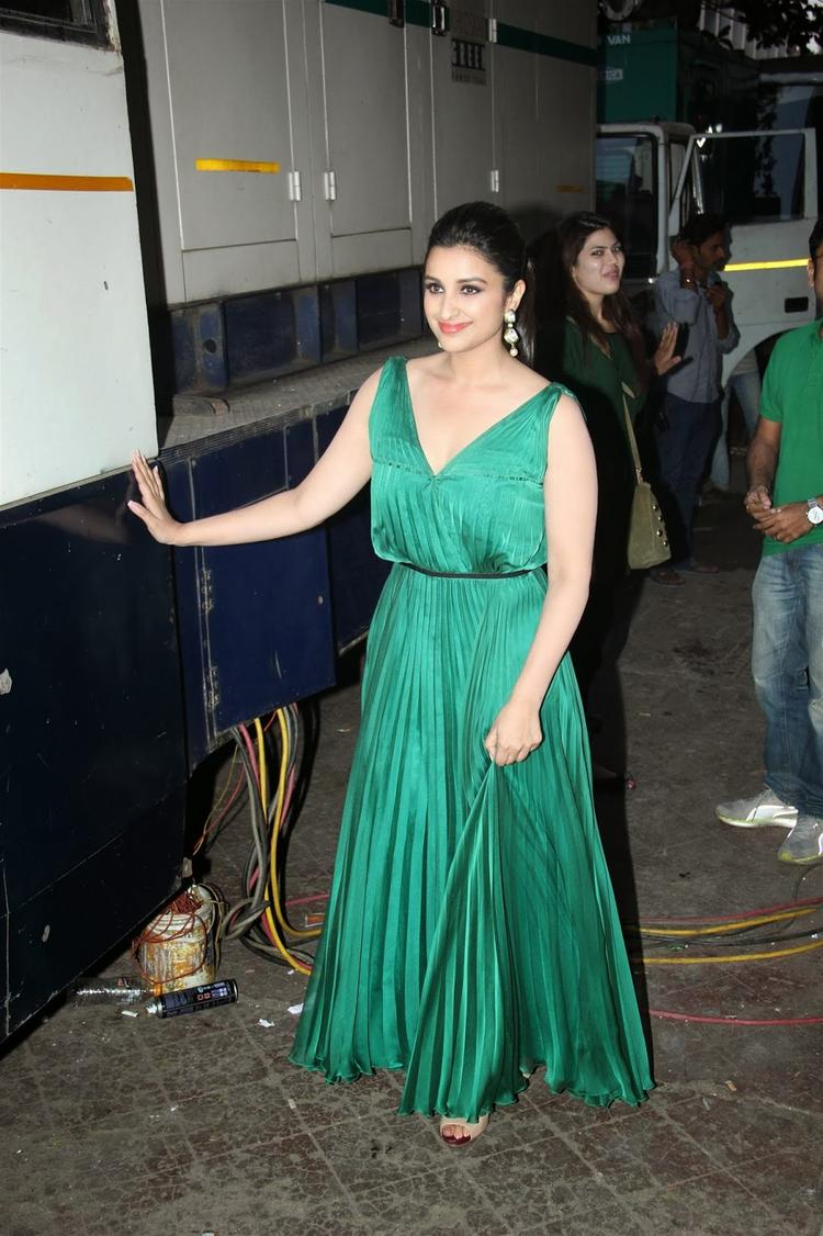 Beautiful Parineeti Spotted To Promote Her Upcoming Movie Hasee To Phasee