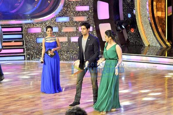 Parineeti And Sidharth Perform Their New Song On DID Stage