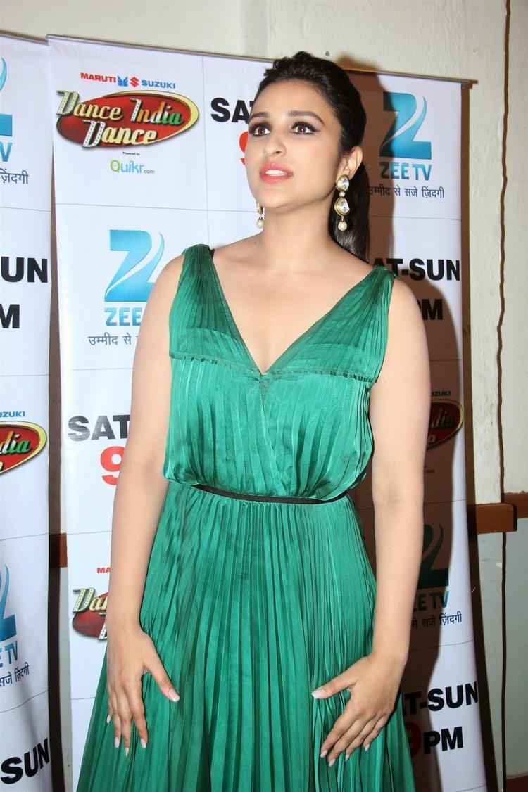 Parineeti Chopra Looks Stunning On The Sets Of DID Season 4