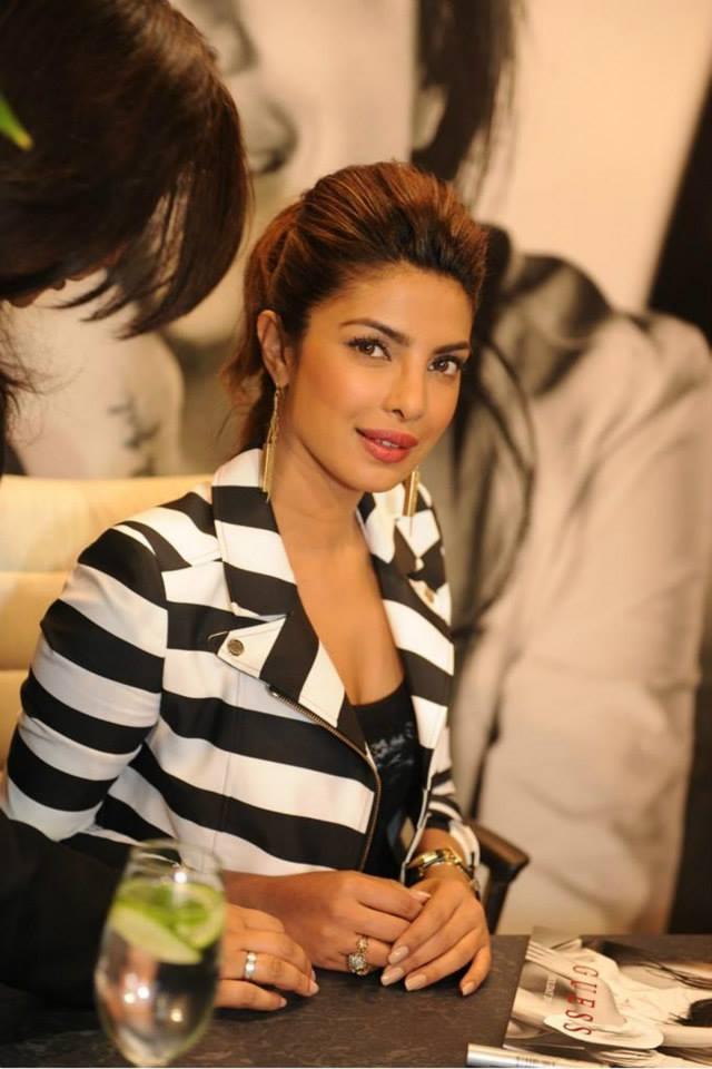 Glamour Priyanka Chopra Nice Look At A GUESS Store In London