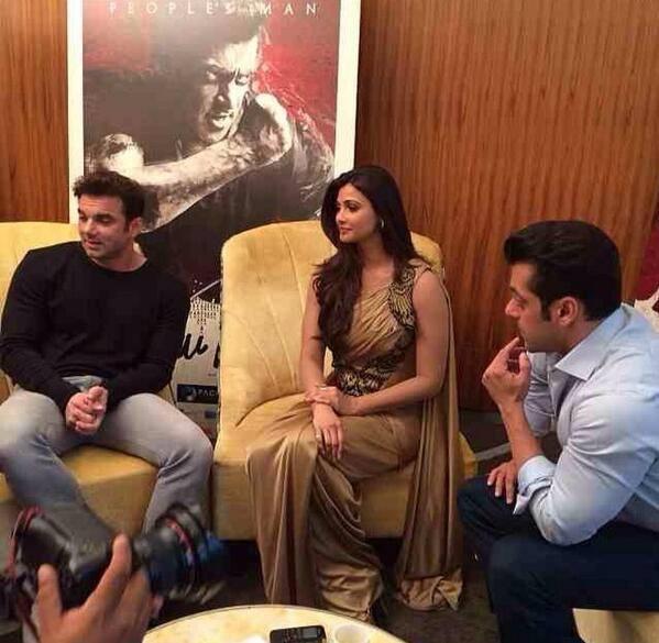 Salman,Daisy And Director Sohail Khan Promote Jai Ho In Dubai