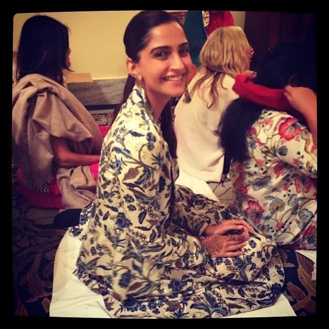 Sonam Kapoor Sweet Smile Pic During Her Cousin Brother Karan's Wedding Ritual