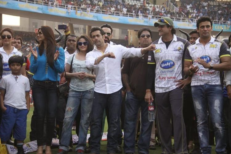 Salman Khan And Daisy Shah Were Seen At The Opening Match Of The Celebirty Cricket League