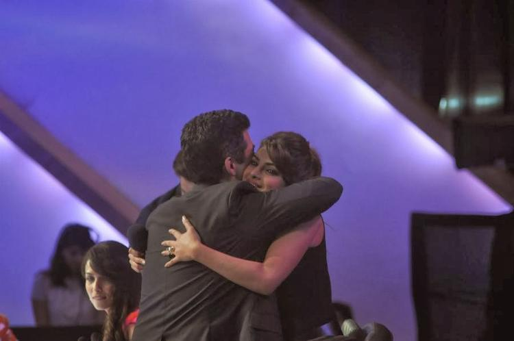 Karan Hug Priyanka At  IGT When She Spotted For Promote Her Upcoming Movie Gunday