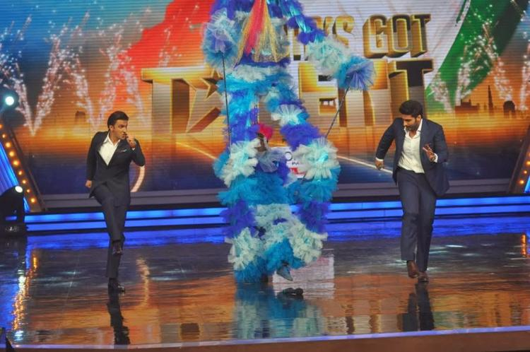 Ranveer And Arjun Tried Their Best To Match Up To The Level Of Talents Unleashed On The Sets